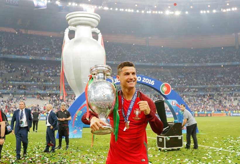 ronaldo with cup