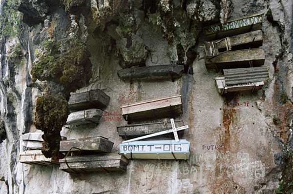 hanging coffin of china