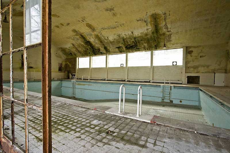 a deserted pool
