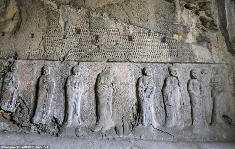 The Royal Cave Temple in the Longmen Grottoes 01