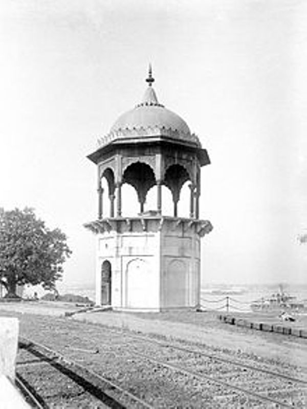 Old Picture of Gwalior Monument
